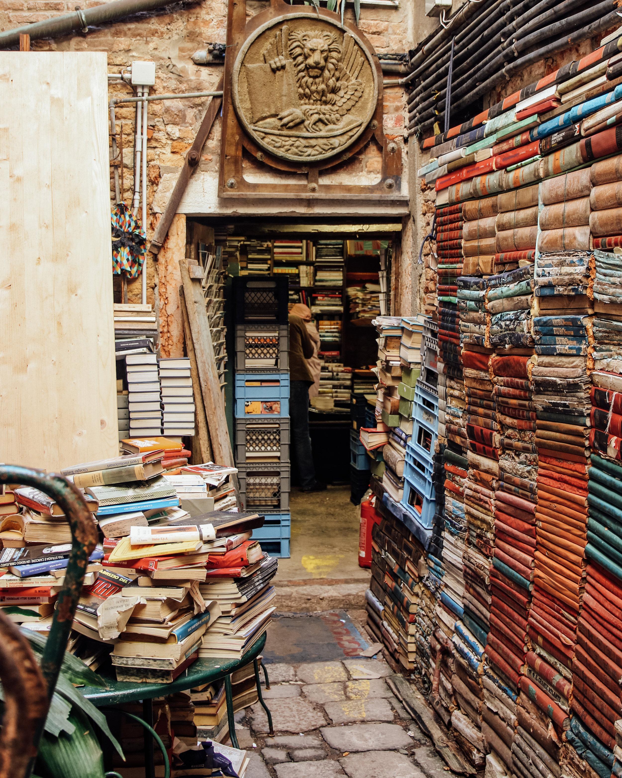 Libreria Acqua Alta Alley.jpg
