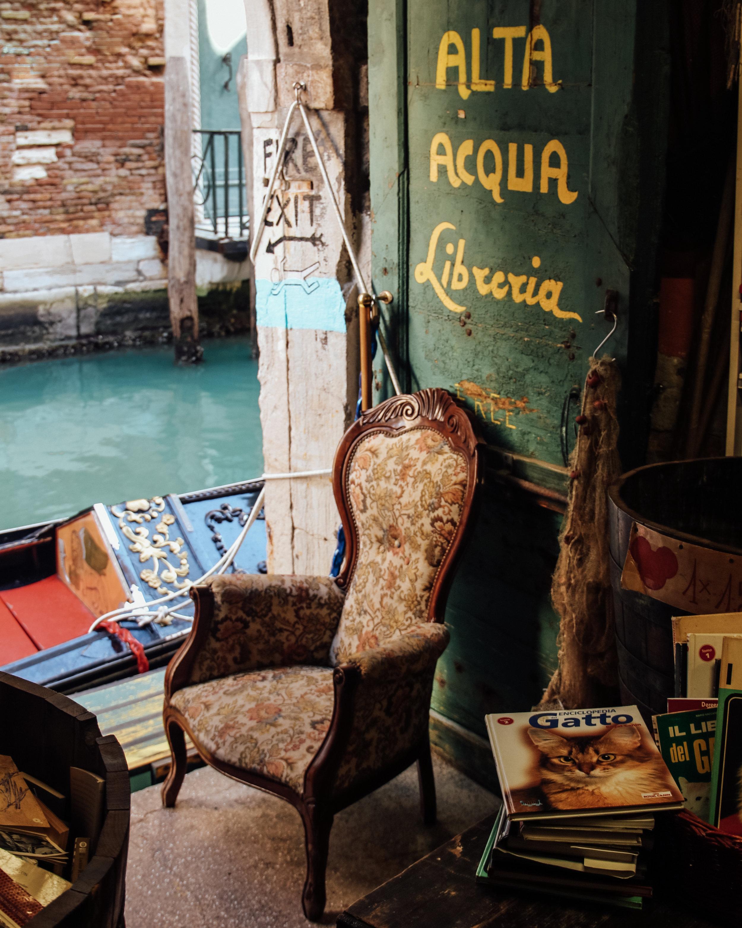Libreria Acqua Alta Gondola Door.jpg