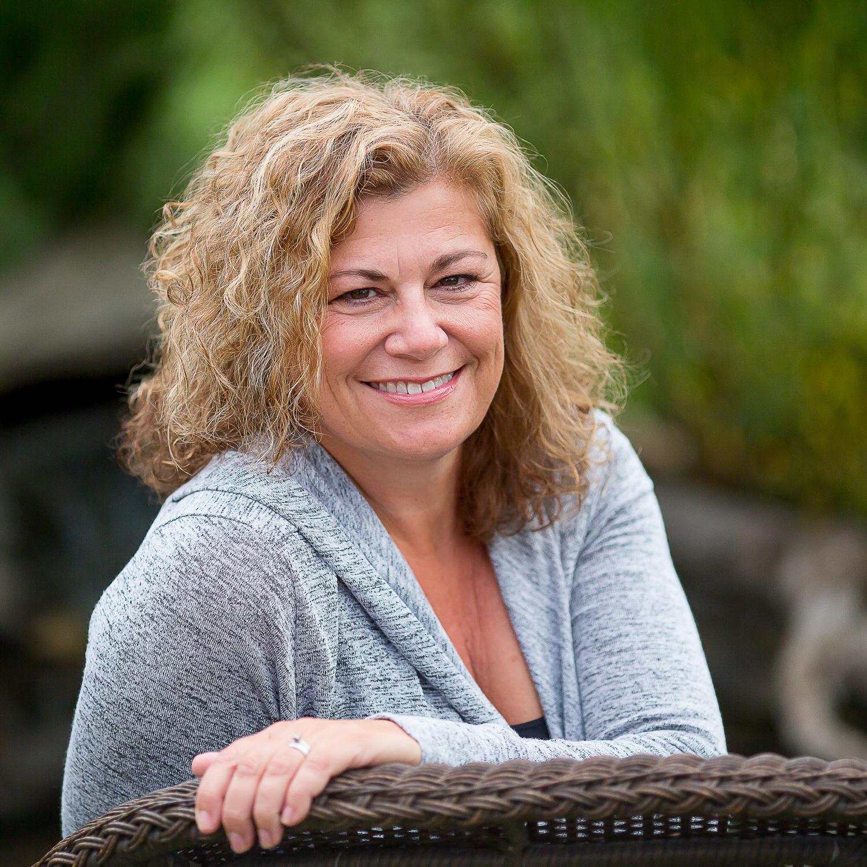 LinkedIn Portraits - © Nancy Critchley - Edmonton, Alberta - Personal Branding Headshots
