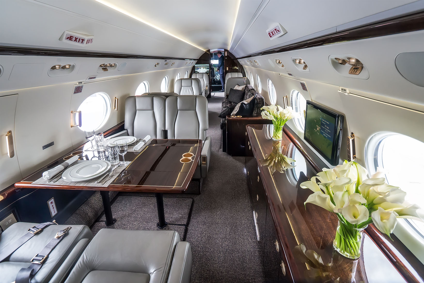 "Interior of a Gulfstream V. Long cabins come standard on ""Ultra-Long-Range"" heavy jets, affording the highest levels of comfort when traveling between continents. Above banner: Bombardier Global."
