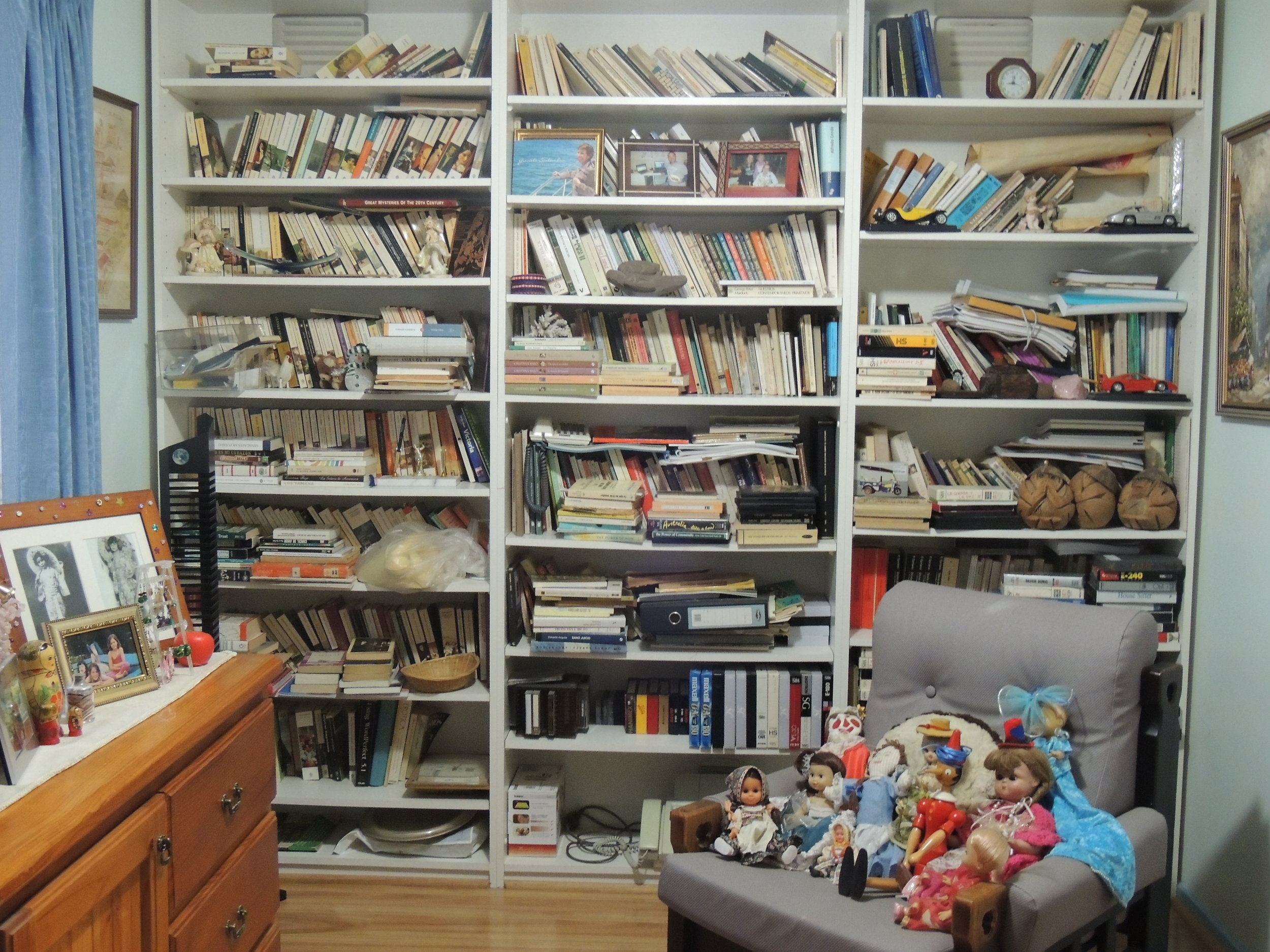 Juanita's favourite place of her house: her library full of books in Spanish and memories