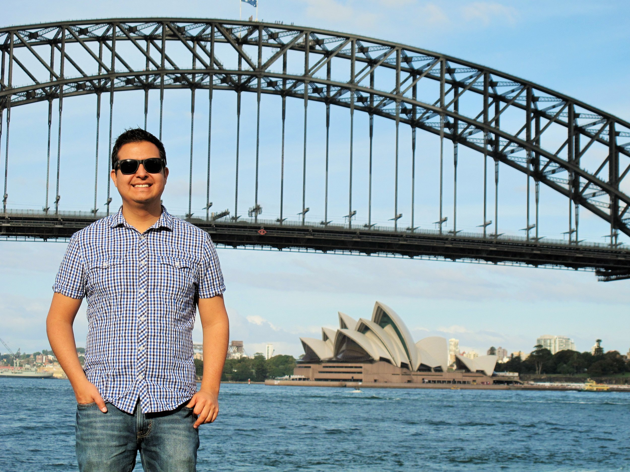 Roberto in front of the two Sydney's iconic symbols (when he arrived to Australia)