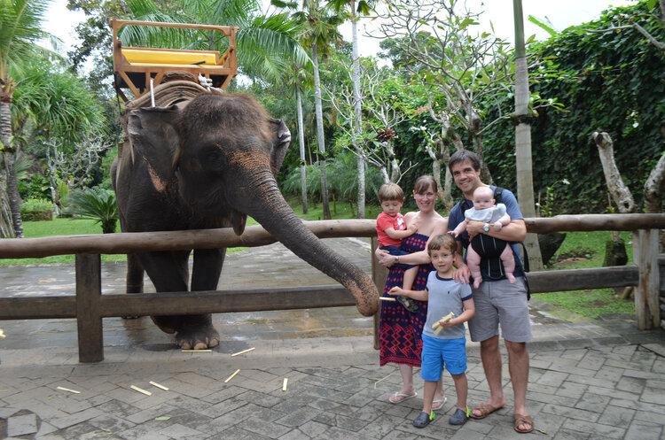 Carola con la familia de vacaciones.jpg