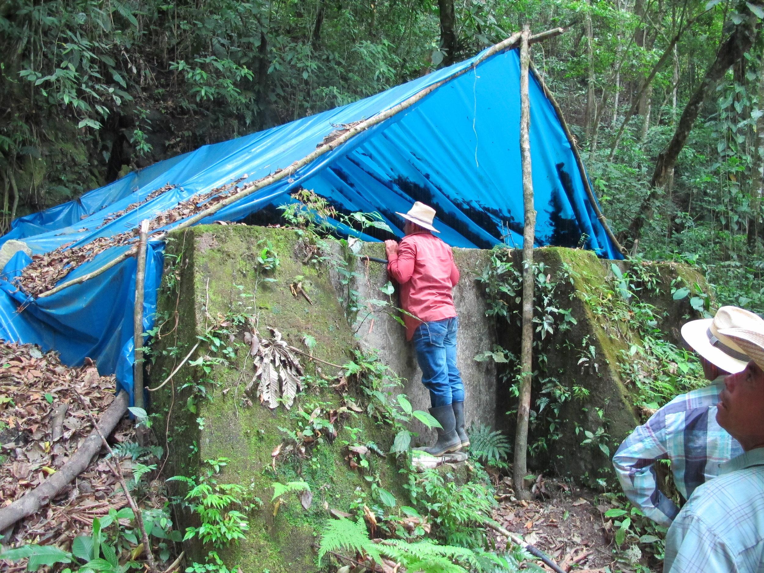 Una toma privada casí sin agua abajo de la toma de El Zapote #2