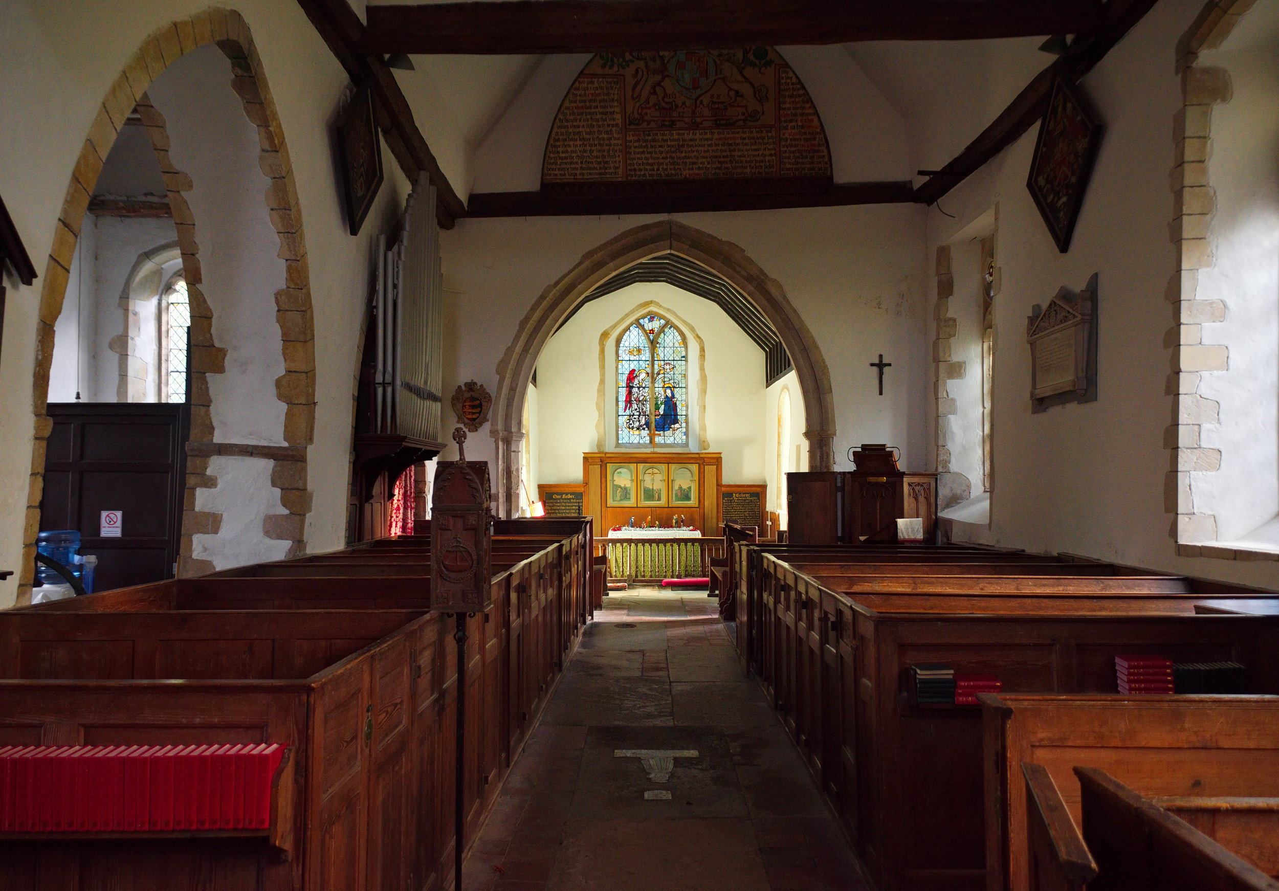 Interior, nave