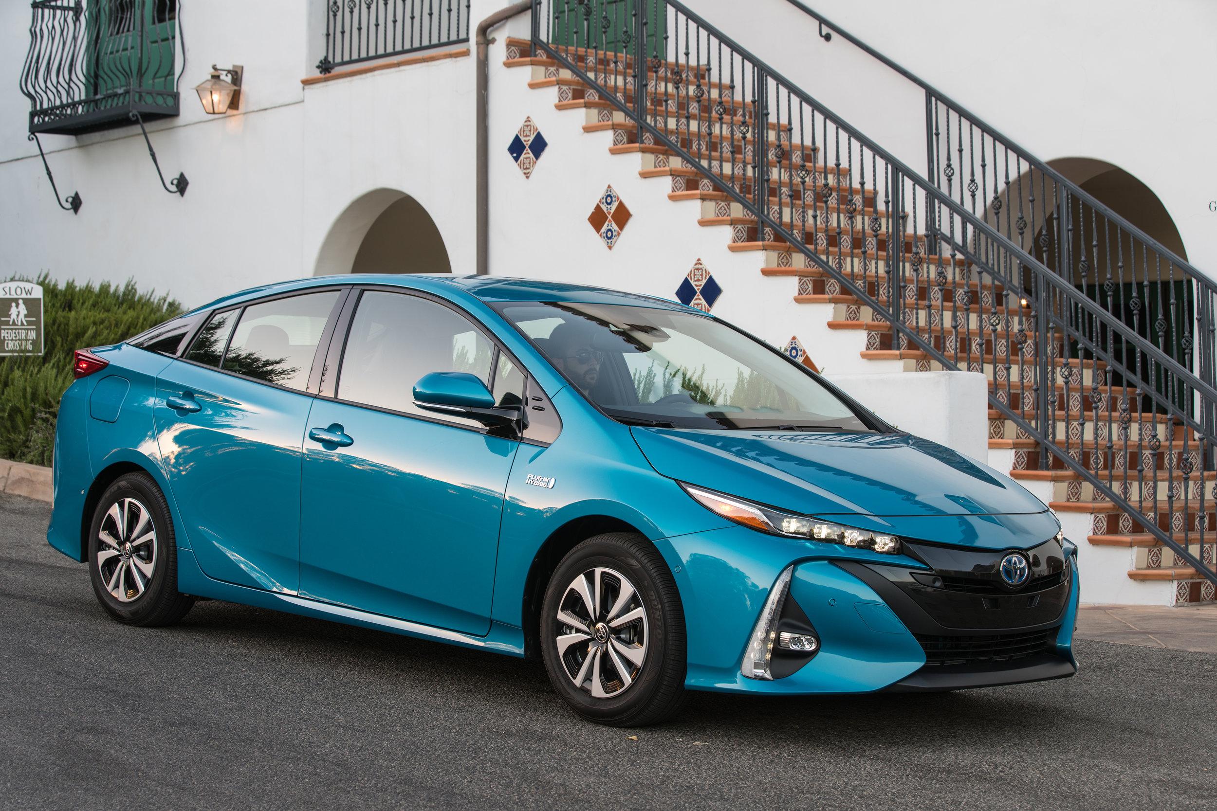 2017_Toyota_Prius_Prime_Advanced_012_618A2F6C7723B89EA27F1D170575E2714C25E6F0.jpg