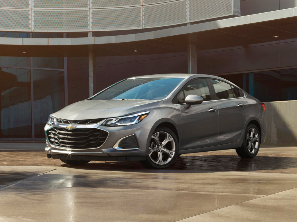 2019-Chevrolet-Cruze-004.jpg