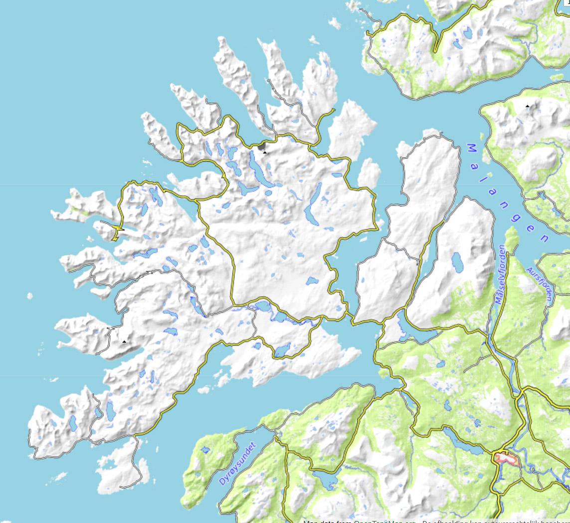 Het weer bepaald ! - De combinatie van onze meterologisch inzicht en kennis van het gebied geeft ons meer kansen op moeilijke dagen met wolkenvelden. We maken gebruik van satellietbeelden, radar en weermodellen zodat we de beste keuze maken. Zo zijn we tijdens onze reis van maart 2019 in Finland uitgekomen. Langs de hele kust en dus ook op de Lofoten was het bewolkt met sneeuwbuien, maar verder landinwaarts was het opgeklaard.Senja is een eiland ten noorden van de Lofoten en op een kleine twee uur rijden vanaf Tromsø. Senja heeft talloze fjorden en baaien. Het binnenland is bezaaid met bergen tussen de 500 en 1000 meter hoogte. En er zijn honderden kleine en grotere meren in het binnenland. Ideaal voor het vinden van mooie plekken voor het aanschouwen van noorderlicht. Bovendien zorgt de ingewikkelde topografie voor gebieden met meer en minder kans op bewolking afhankelijk van de weersituatie en windrichting.bron: opentopo.org