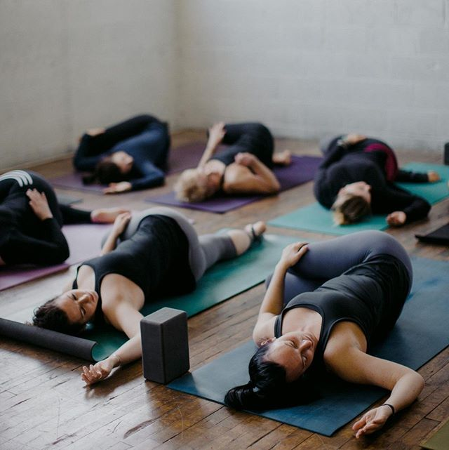 "What's your favorite thing about yoga? What's your ""yoga pet peeve?""⁣⁣⁠⁣⁠ ⁣⁣⁠⁣⁠ Tell me in the comments below. ⬇️🤔🧘‍♀️😍😣⁣⁣⁠⁣⁠ ⁣⁣⁠⁣⁠ ⁣⁣⁠⁣⁠ ⁣⁣⁠⁣⁠ ⁣⁣⁠⁣⁠ ⁣⁣⁠⁣⁠ #yogagrandrapids #michiganyoga #gryoga #backtoyoga #honesty #yogaforeverybody #mindfulmovement #homeyogapractice #sweatlife #getonyourmat #powerofshe #experiencegr #yogajourney #realtalk #reclinedtwist #thisislittledipper #littledipperlife #movewithease #getembodied #feelinggood #eastowngr #betruebeyou #socialmediawithsoul #westmi #allbodiesaregoodbodies #findyourflow #forrealfriday⁠"