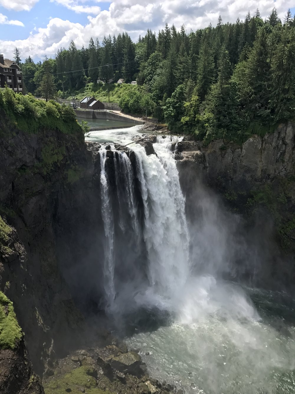 - Follow the paved trail to the left which will take you to the Snoqualmie Falls area. Enjoy the view!