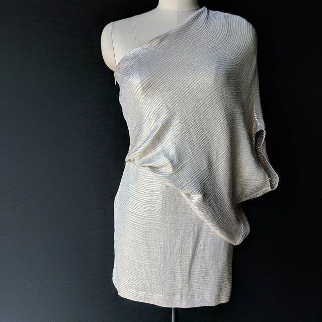 A perfect little party dress... ***** **** *** ** * #lunasewickley #partydress #golddress #fashionstatement #instafashion #fashioninspiration #fashiongram #halston #boutiquefashion #cocktaildress