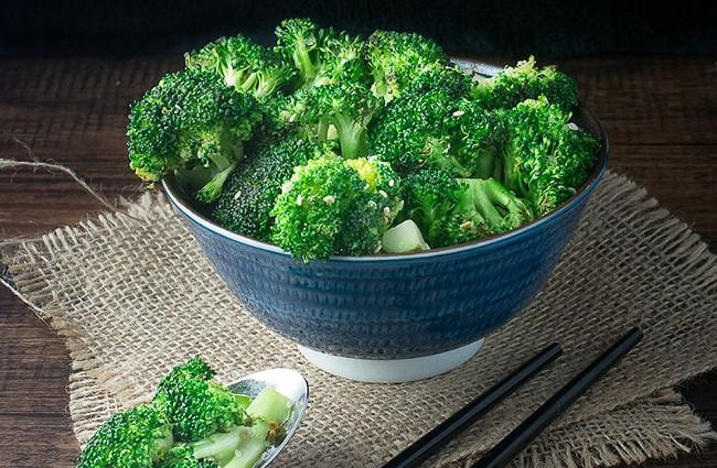 Broccoli-For-Teeth-Whitening.jpg