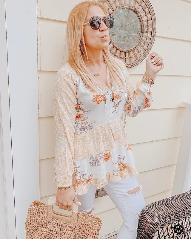 Happy Saturday! My current top has 25% off right now 👌🏻 http://liketk.it/2BrMl #liketkit @liketoknow.it Follow me on the LIKEtoKNOW.it app to get the product details for this look and others #LTKsalealert #LTKspring #LTKunder50 #LTKunder100 #LTKstyletip #LTKitbag #LTKhome . . . . . . . . #ootd #igdaily #stylediaries #blogger #styleinspo #bloggerstyle #springstyle #stylelookbook #springfashion #stylegoals #americaneagle #nordstrom #quayaustralia #toryburch #toryburchmiller
