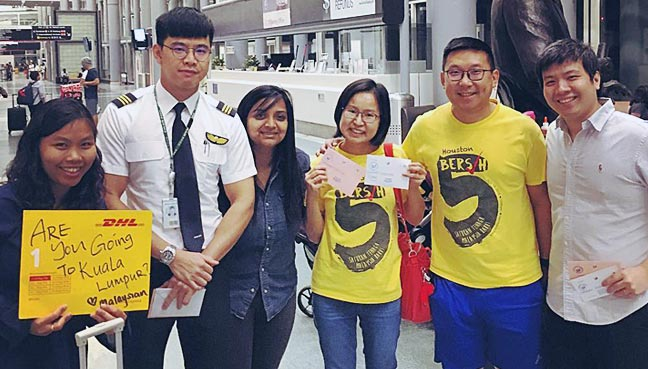 Photo credits: www.freemalaysiatoday.com   Where the Malaysians managed to get an on-duty Malaysian pilot to deliver their postal votes in the nick of time!