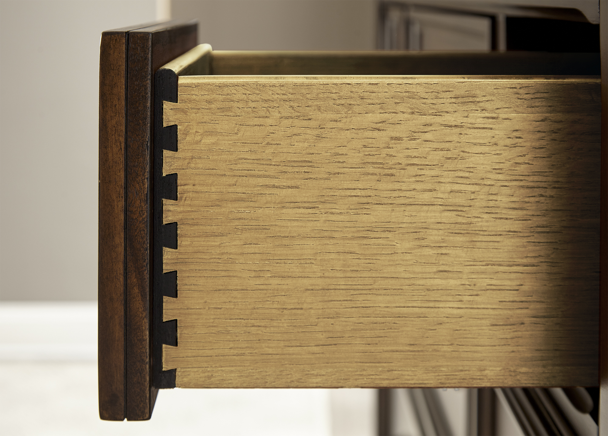 BR2002S18_Gentleman_Chest_Drawer_Detail.jpg