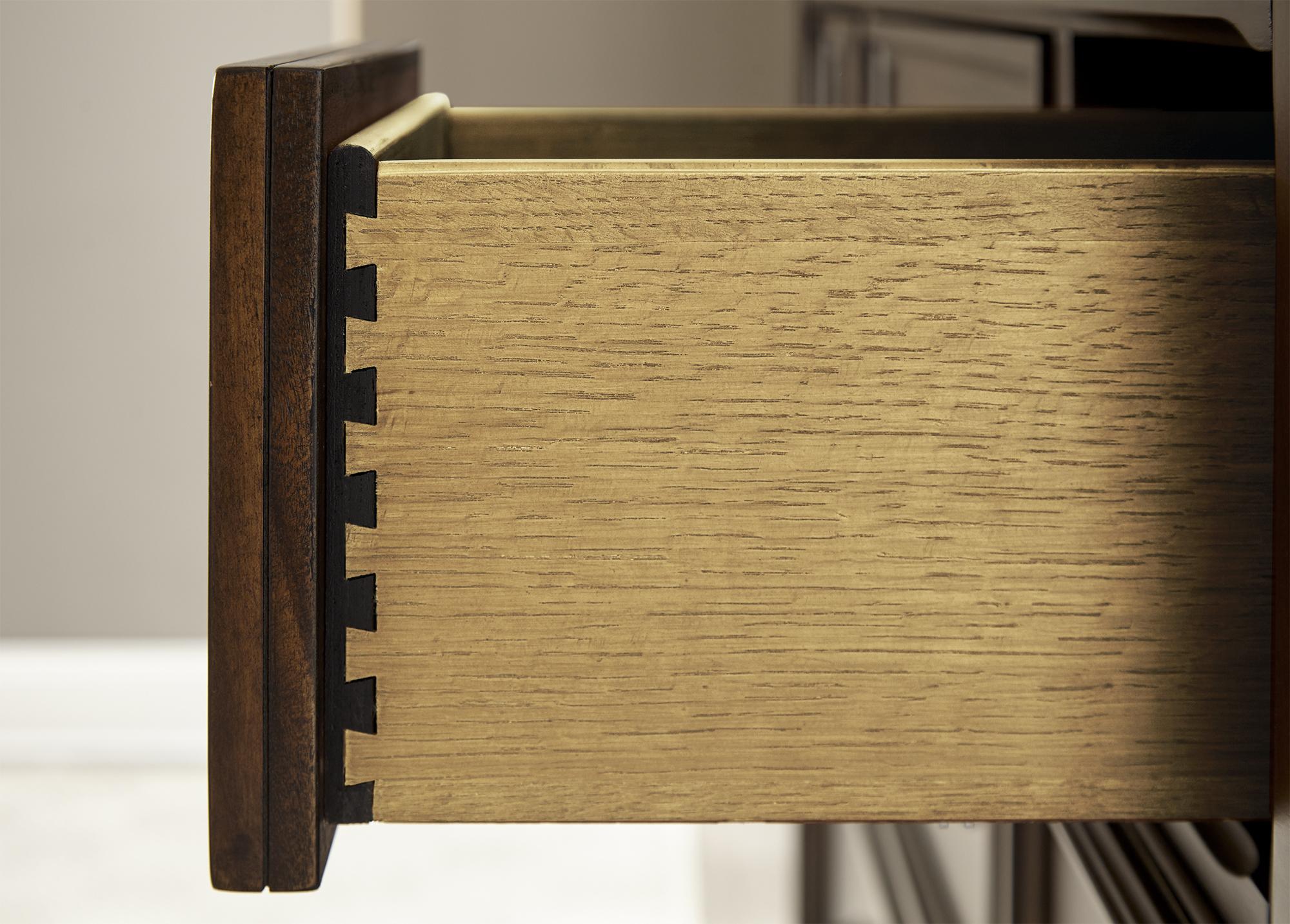 BR2002S18_Gentleman_Chest_Drawer_Detail.jpg