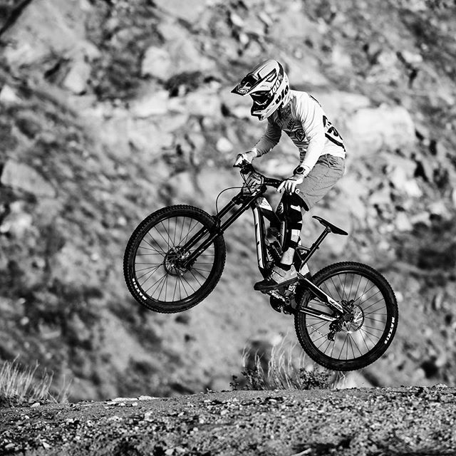 #sportsportraits #canon70200 #canon5dmarkiv #biking #downhillmountainbiking #downhillracing