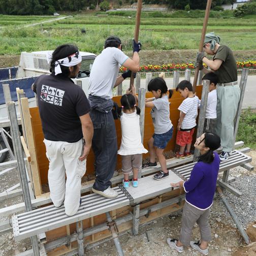 庭づくりの一環として「版築ワークショップ」を開催しました。