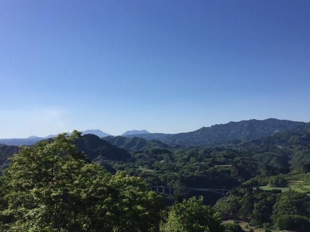 写真中央の一番奥に写るのが根子岳です