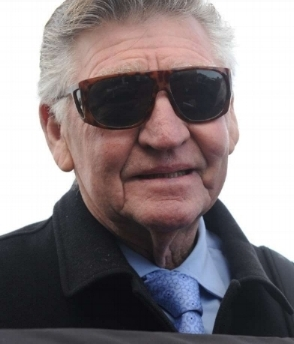 Image Courtesy of Bradley Photos - Les at the track wearing trademark sunglasses