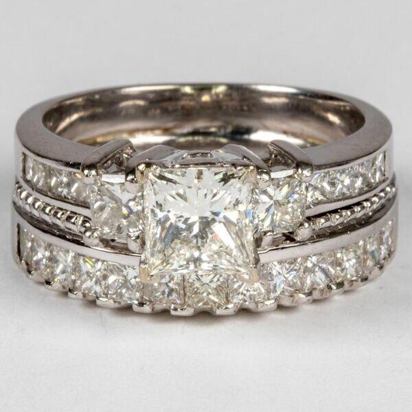 GOLD AND DIAMOND WEDDING RING SET .  Estimate:  $4,000  -  $6,000 .  Lot#206      View Lot >