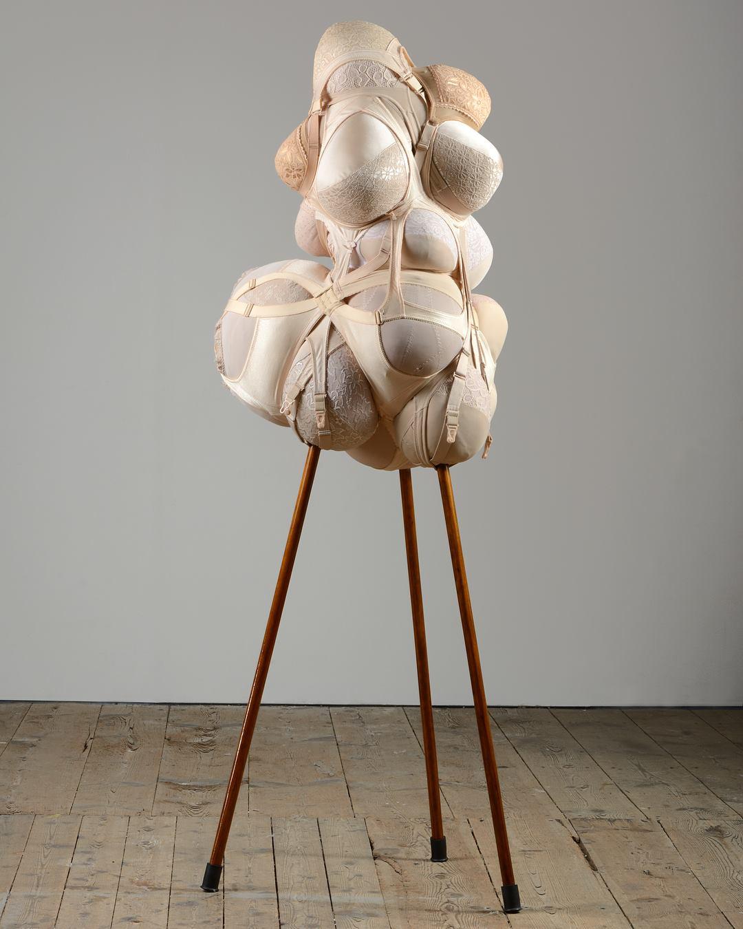 Birgit Dieker Matrone (2018) Miederwaren, Füllmaterial, Holzstöcke, Lack, Gummipuffer 172 x 61 x 62 cm
