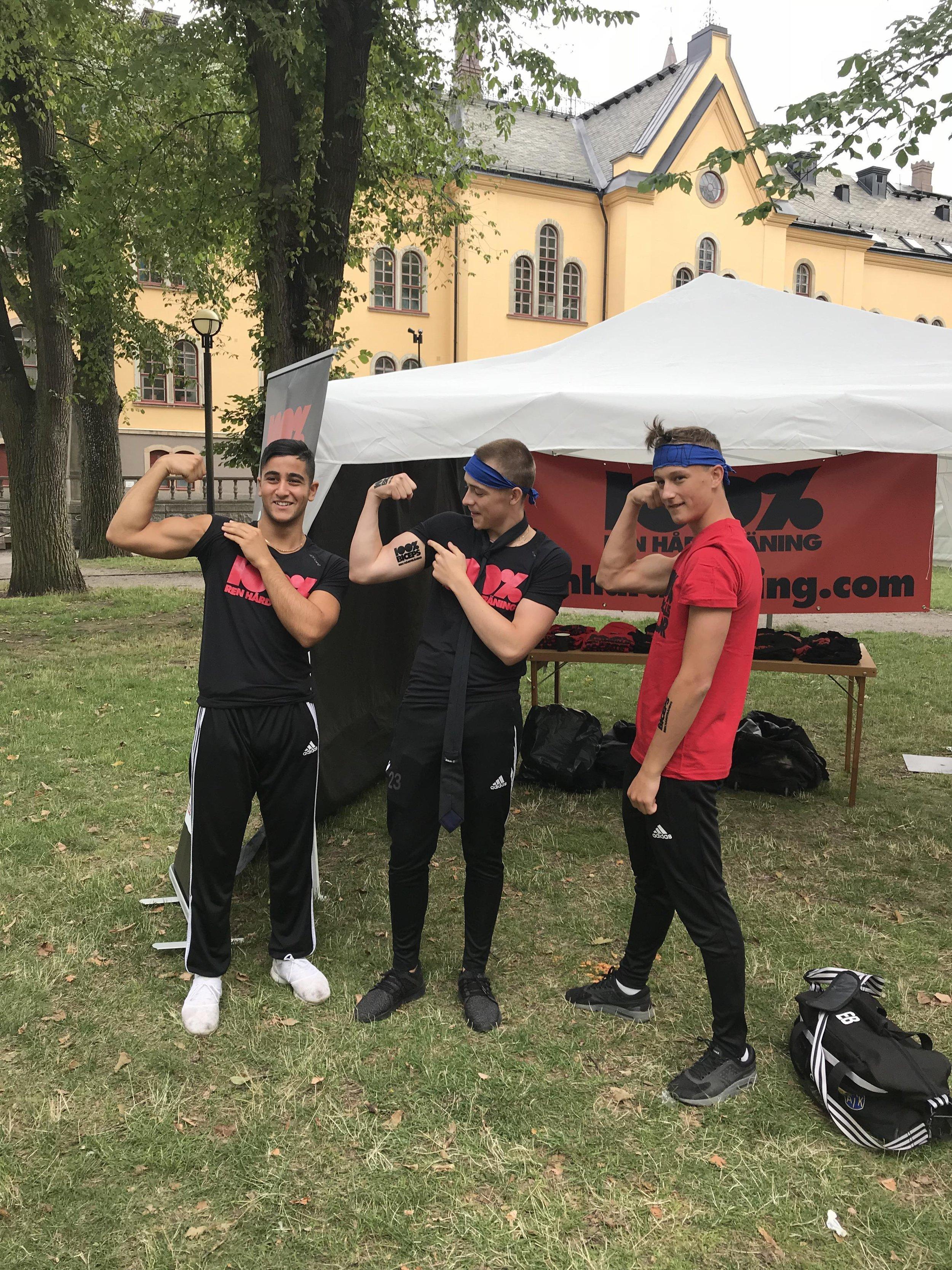 Styrkedemonstration i Linköping. Många kom och ville testa sina krafter i vårt tält. Svagast under helgen var vädret .