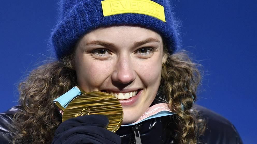 Hanna Öberg med sin olympiska guldmedalj. Senare 2018 skulle hon även belönas med Svenska Dagbladets guldmedalj för årets idrottsbragd i Sverige. .