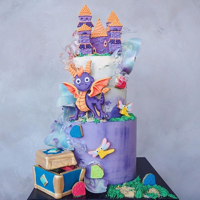 Happy 20th birthday Spyro the Dragon! 🎉🎉🎉Teamed up with my best baker friend @vickiee_yo to create this magical birthday cake. 🎂🎂🎂To celebrate this glorious occasion, the new Spyro Reignited Trilogy has also just been released! Who grew up playing this game? Swipe to see how this cake come to life! 💜💜💜 #SpyroReignitedTrilogy #UnleashTheDragon #Spyro #Sponsored @spyro