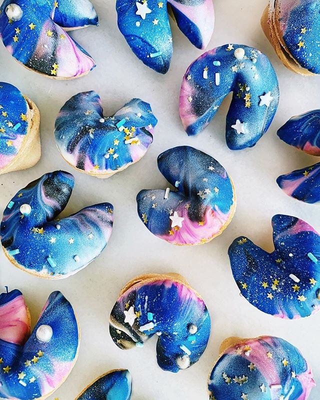 Galaxy fortune cookies 🥠 yay or yei? 💜🔮💙🌌💛