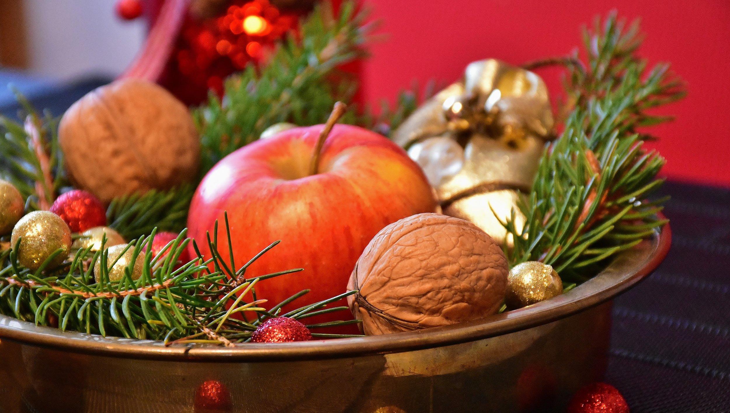 advent-apple-balls-236303_via Pexel.jpg