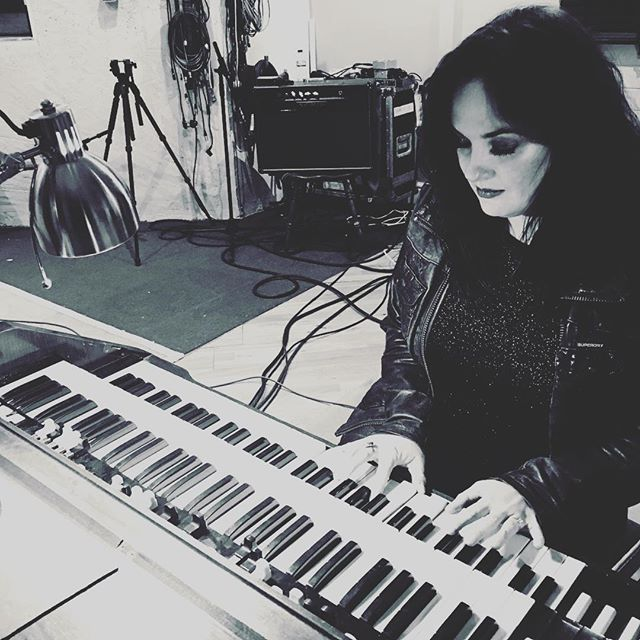 It's not everyday you get to play a 1966 Hammond Organ through a Leslie speaker...it sounds absolutely gorgeous...🤘🎹😍🖤