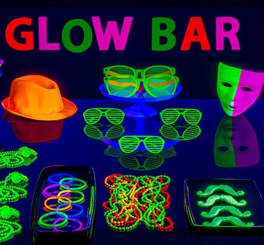 DIY-Glow-In-The-Dark-Party-Decorations-Ideas-tips.jpg