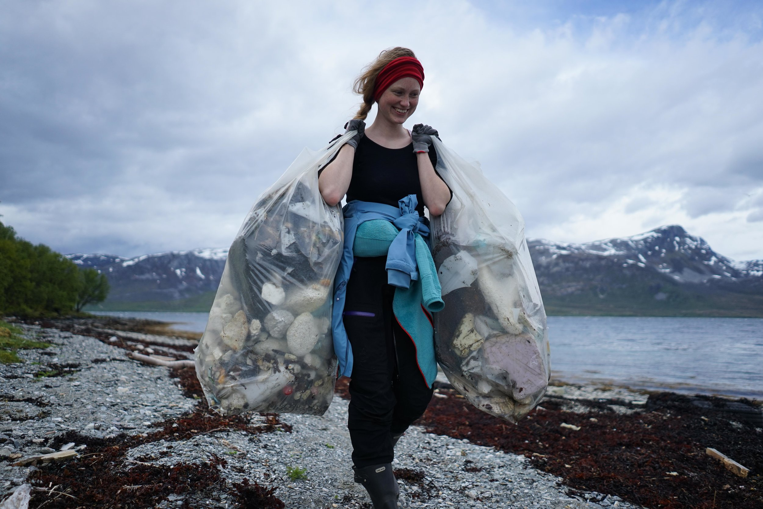 Marika Andersen, board member and project manager, cleaning the island of Nipøya up. Photographer: Jonas Legernes