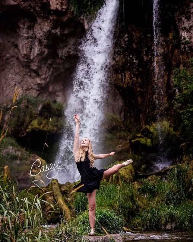 If dancing is apart of you... then you MUST dance in your senior portraits! Let's throw in some waterfalls for good measure. . . . . . #grandjunctionco #sharegj #westslopebestslope #grandjunctioncolorado #iamgj #westerncolorado #grandjunctioncolorado #fruitacolorado #palisadecolorado #riflecolorado #glenwoodspringcolorado #riflefalls #seniorportraits #seniorphotographer #senior2020 #highschoolsenior #hssenior #coloradoseniorphotographer #coloradophotographer #destinationphotographer #travelingphotographer #seniorsociety #seniorphotography #dancer #portraitphotography #portraitsociety #nikon #NikonNoFilter #2instagood #portraitpage