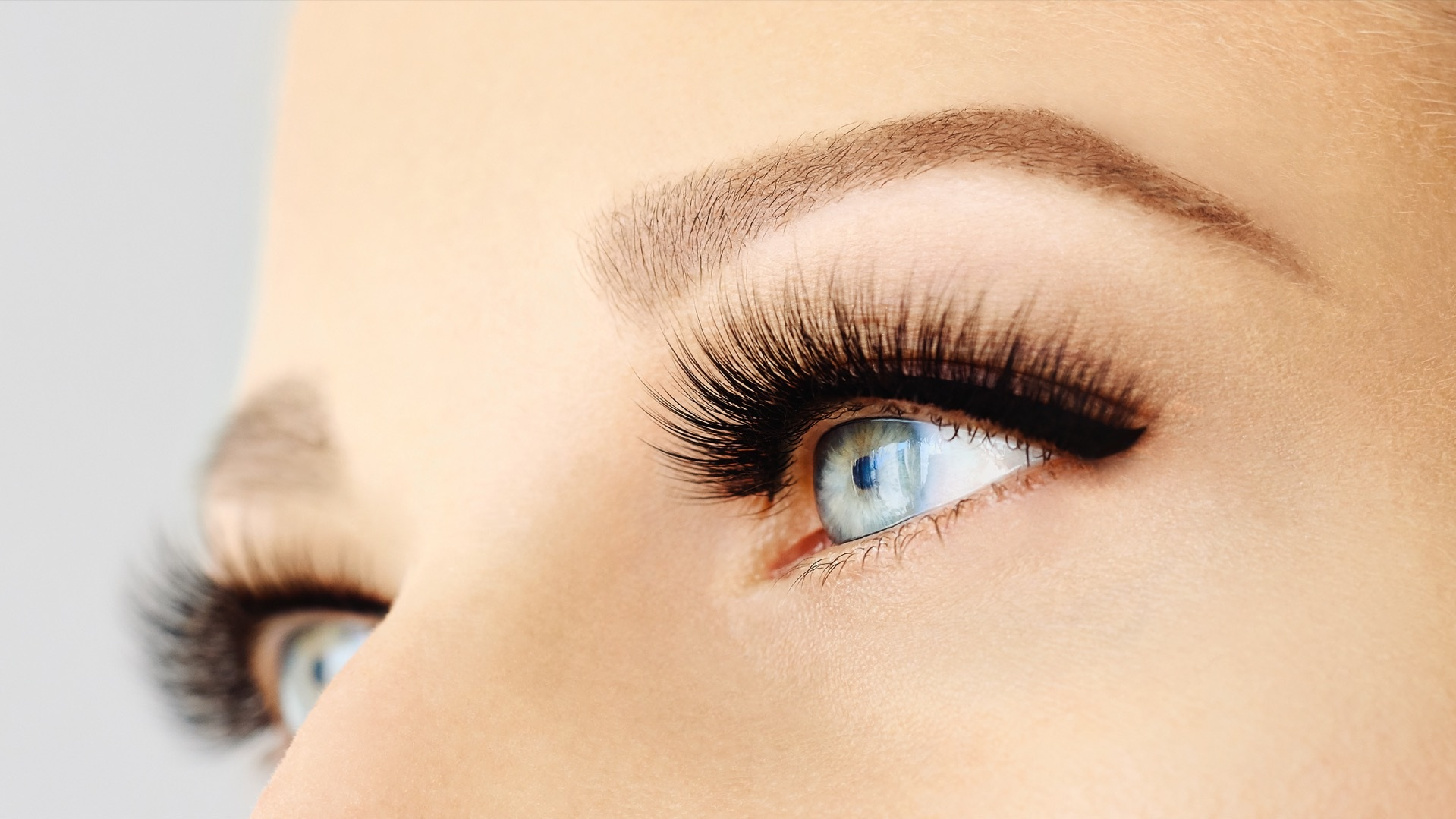Hybrid Lashes - A Hybris is a mix of 50% classic and 50% volume are carefully applied to your natural lashes. This look is perfect for those who want some fullness but do not want to commit to a full volume.