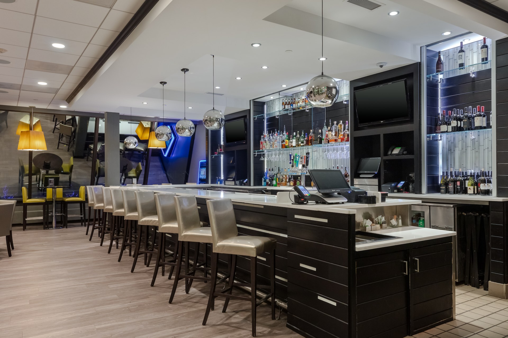 Level 2 Eats plus Drinks Bar and Lounge-1.jpg