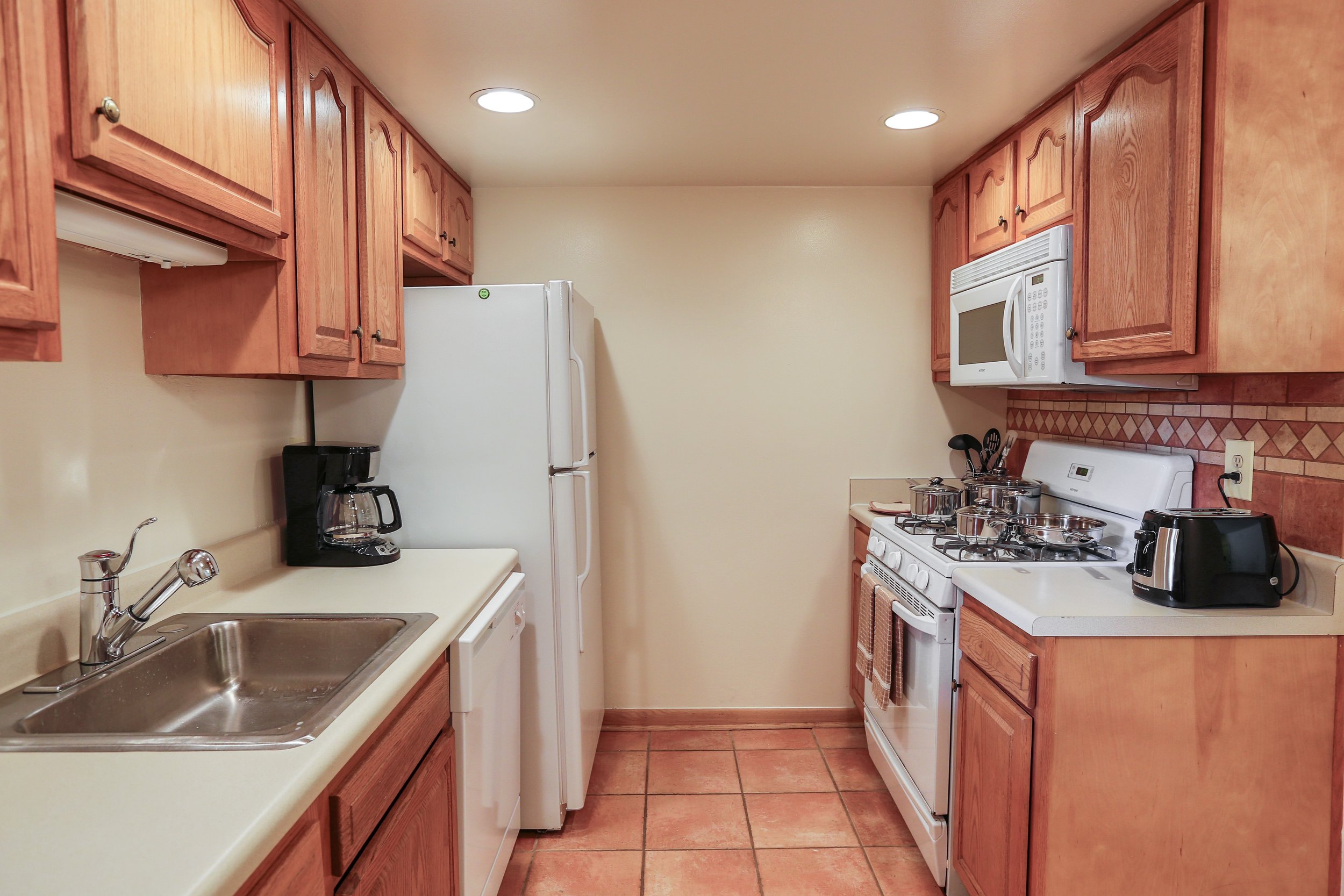 Above-Range Microwave, Oak Cabinetry, Deluxe Tile
