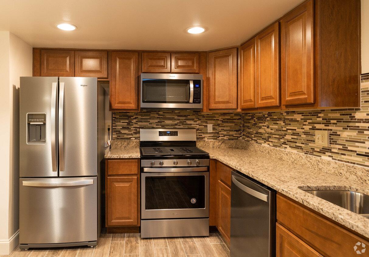 briarcliff-apartments-cockeysville-md-2br-15ba---legacy (2).jpg