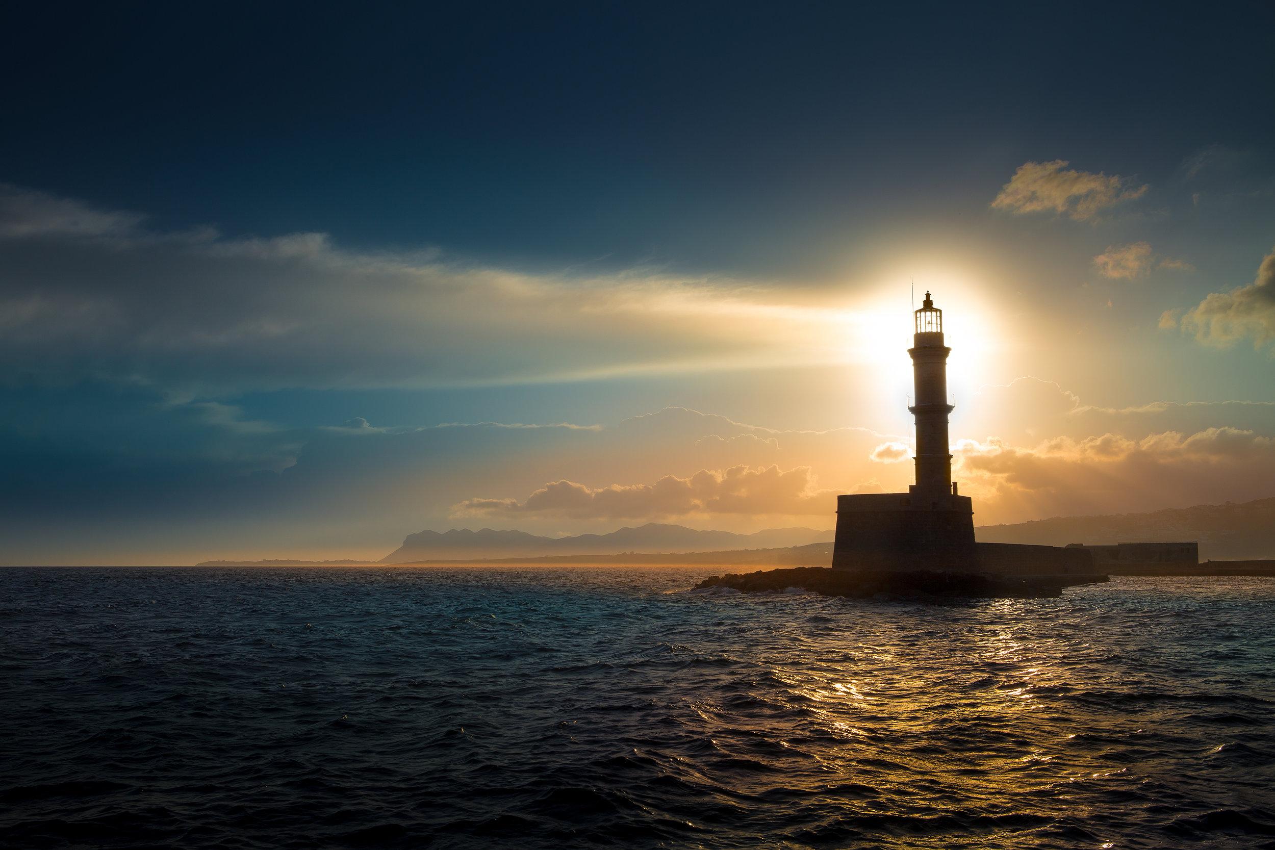 Lighthouse)iStock-486899724.jpg