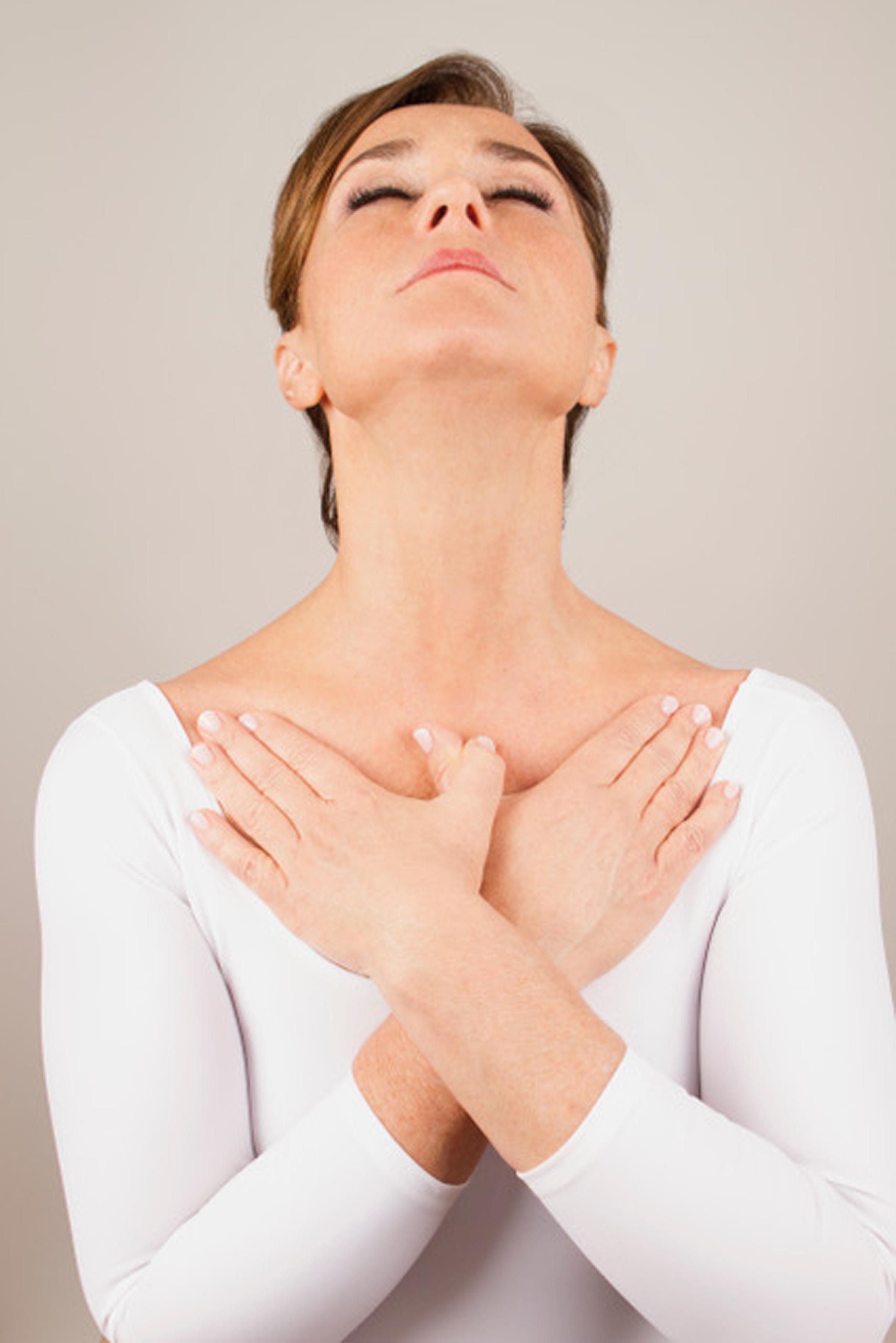 El fitness facial y el yoga se imponen para tensar los músculos del rostro.