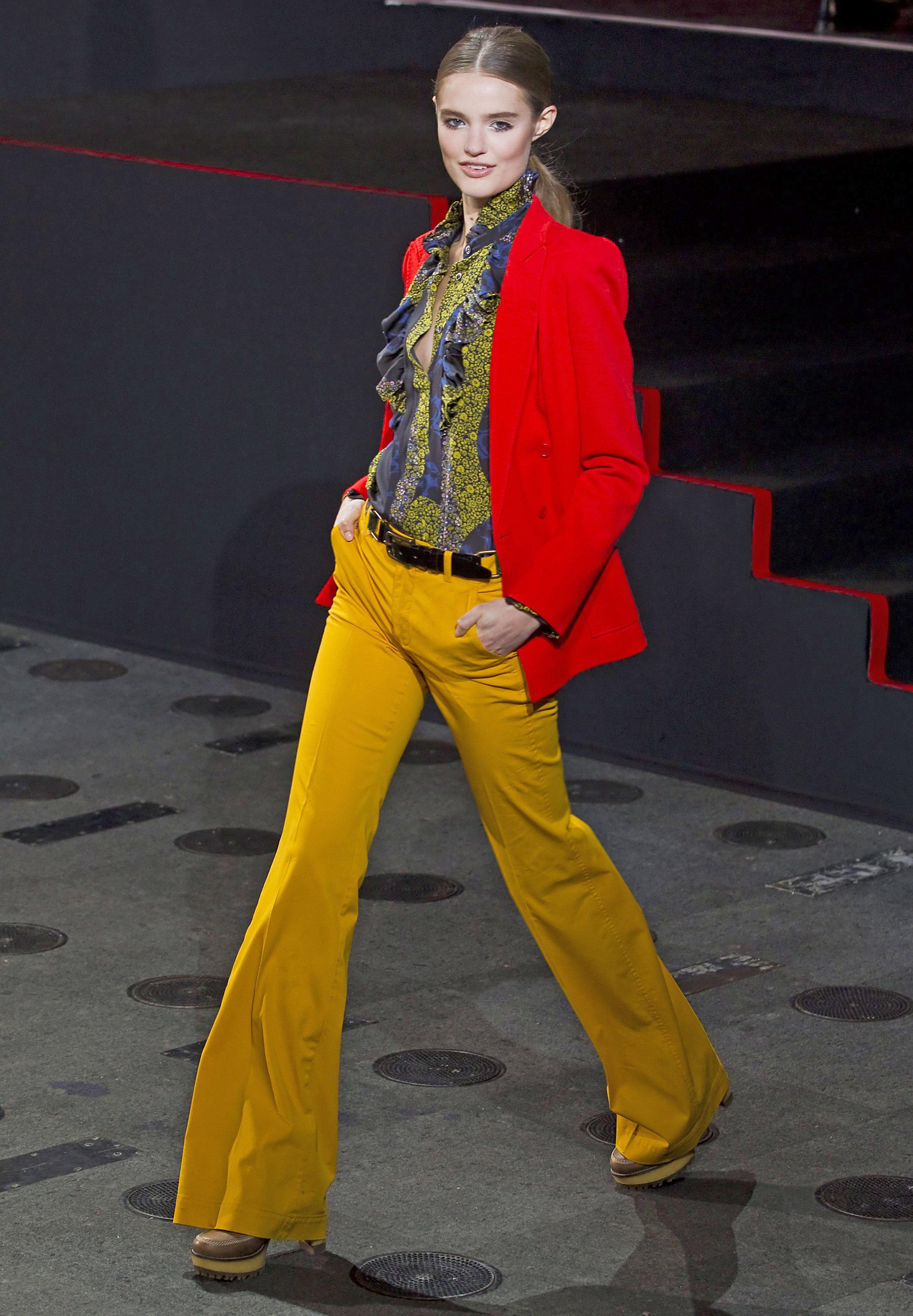 Una modelo presenta una creación de Paul & Joe hoy en la semana de la moda de París (Francia). Foto: IAN LANGSDON