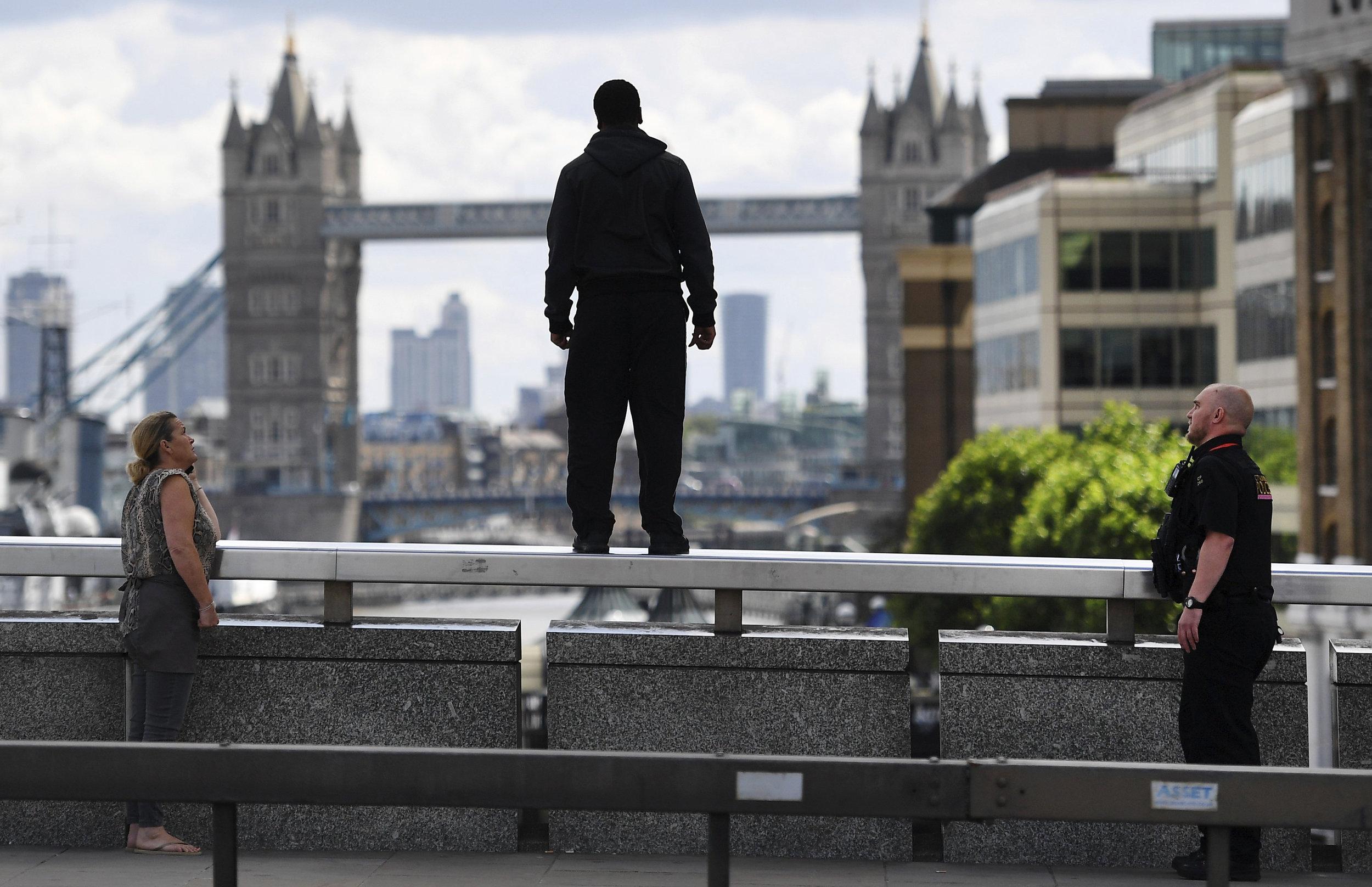 Al potencial suicida no hay que reprocharle algo o juzgarlo. Lo que hay que hacer es ayudarlo/EFE/ Andy Rain