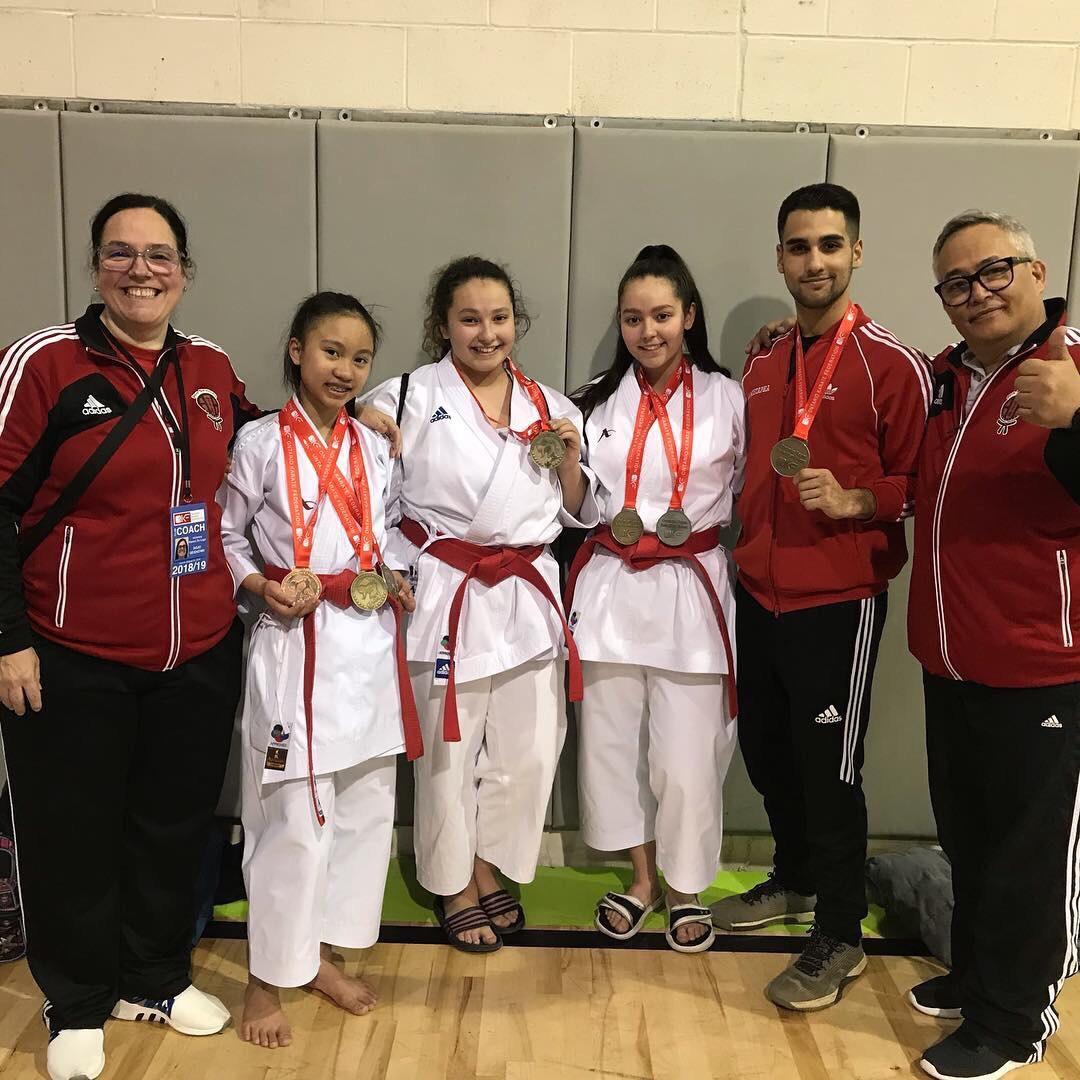 Los atletas elite Juniors clasificados para los nacionales Nicholas Mustapha, Joanne Rajnandhini y Susana Lugo.
