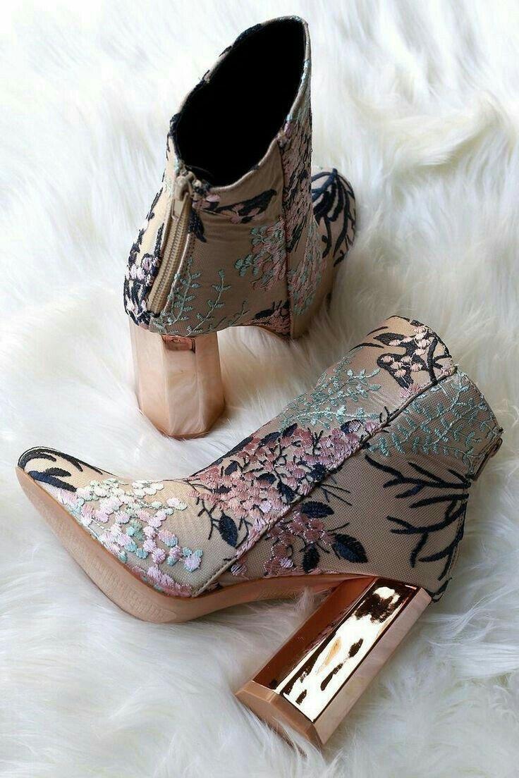 The texture and the metallic heel? Love!