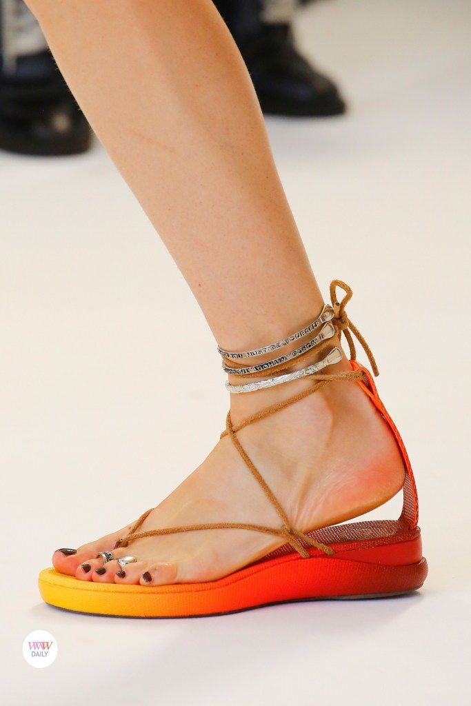 I'm planning to play around with toe rings and anklets this summer. Love the colors on these sandals!