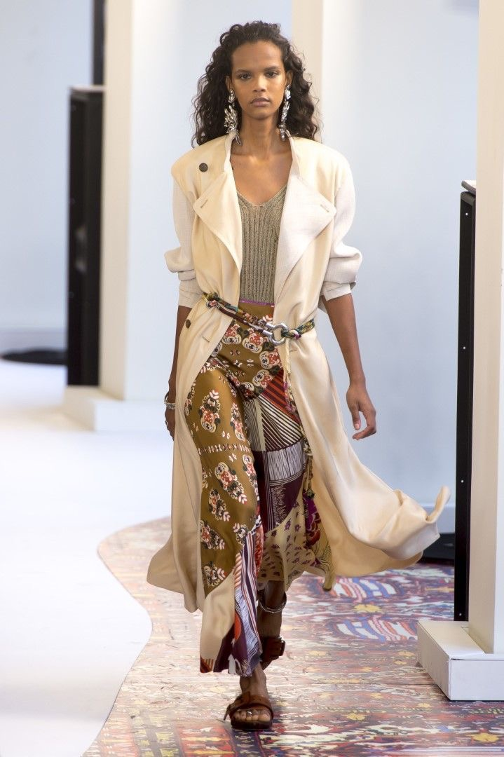 Loving the mixed prints and the unique belt with this look.