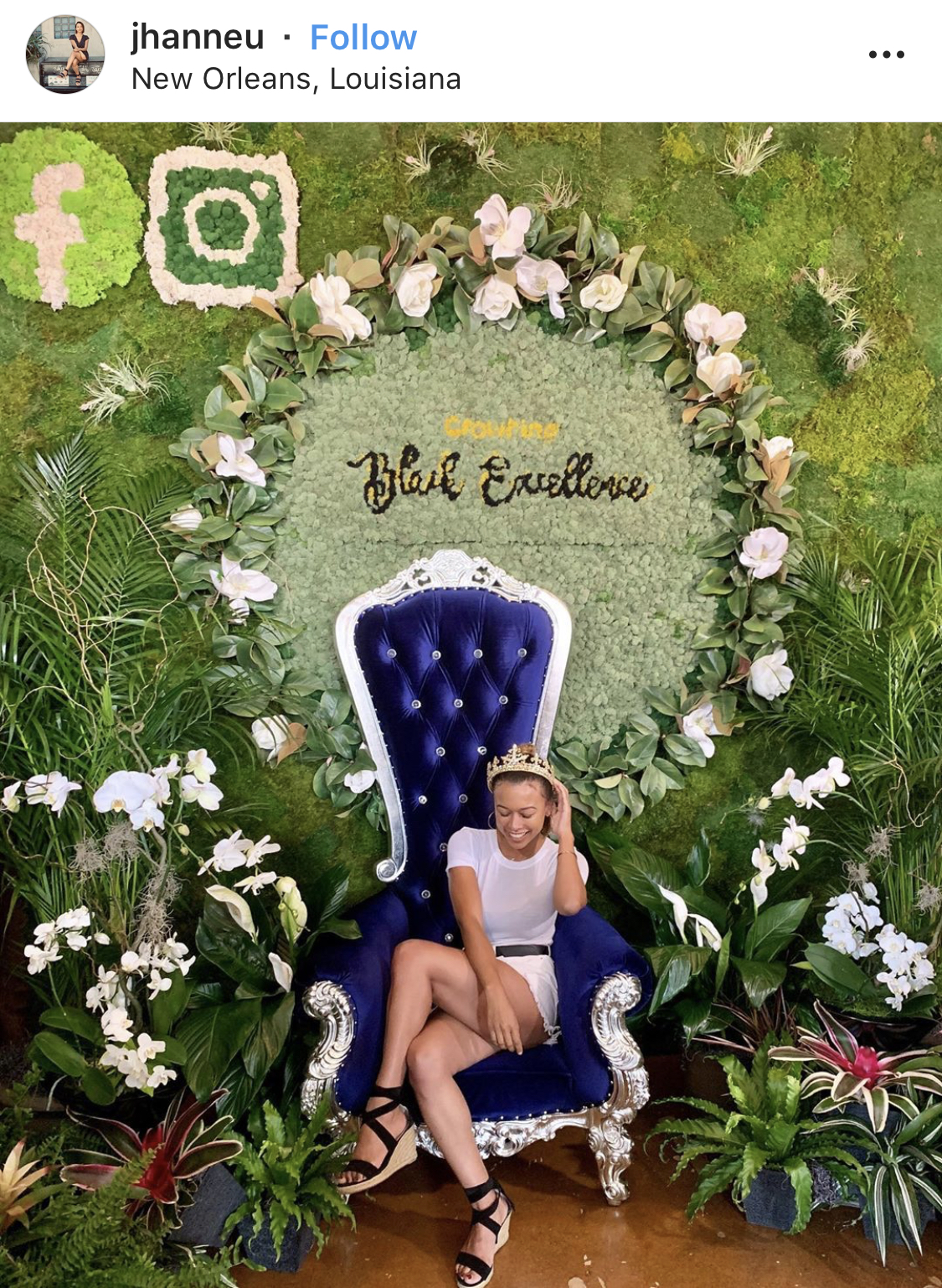 Another beautiful branded photo booth. All you need is a stunning chair, a great prop (in this case the crown). My only critique here is that the font in yellow is a little difficult to read. Other than that, this is great!