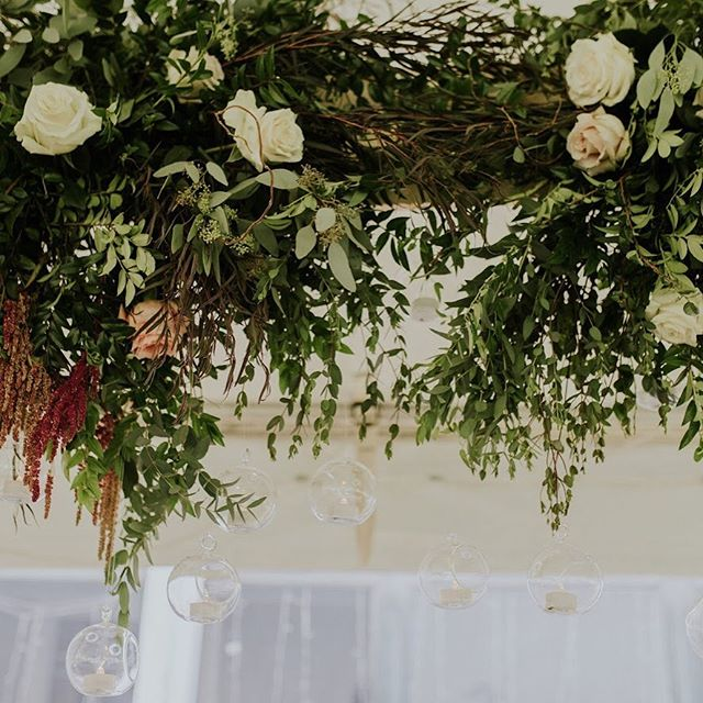 We just love a floral chandelier 😍 💐: @petalandwren . . .  #weddingeventplanner #eventplanner #petalandwren #floralchandlier #eventdecor #eventstylist #centerpiecesideas #headtabledesign #bostonwedding #eventdesigner #eventdesign #weddingflorals #weddingflowers #bohoweddinginspo #bohowedding