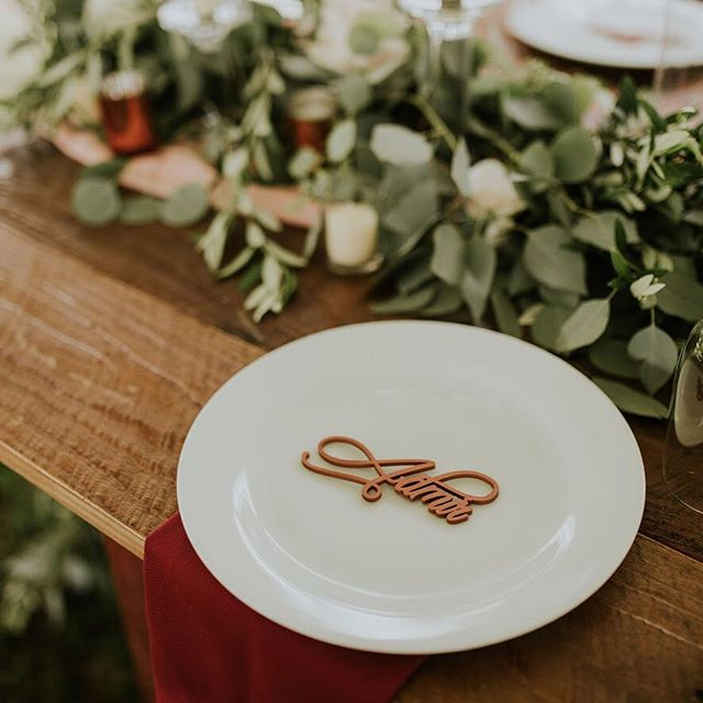 It's all in the details!! We love the laser cut wood names. They make amazing place cards. Also the guest can have a memorable keepsake! . . . #weddingmemories #weddingdetails #sableandblush #eventplanner #eventstylist #eventdesign #bostoneventplanner #bostoneventdesigner #lasercut #nameplacards